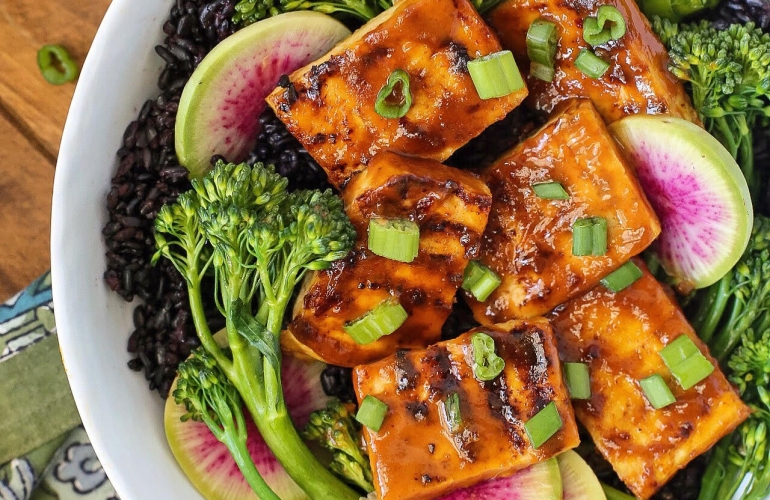 Tofu with Spicy Peanut Sauce